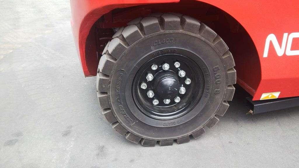 bánh xe nâng ngồi lái noblelift