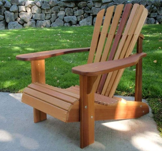 Ghế ngồi thấp làm từ pallet gỗ