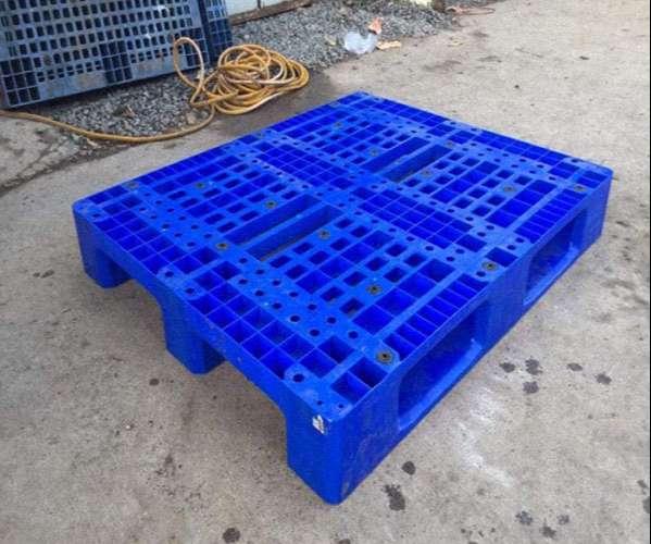 hinh-anh-thuc-te-pallet-nhua-1100x1200x150mm