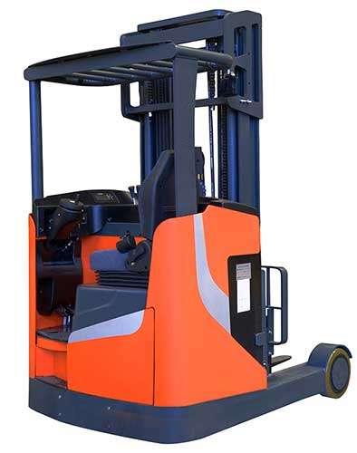 hình ảnh đứng lái xe nâng điện noblelift nhập khẩu