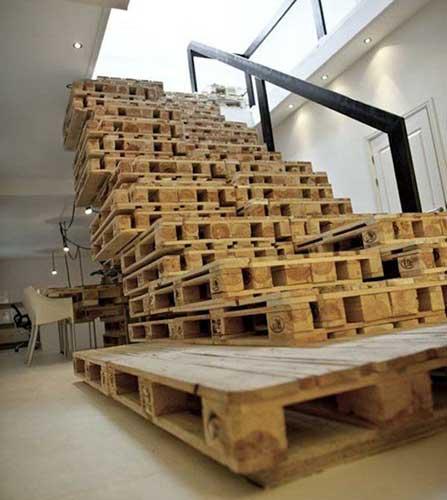 nội thất gỗ pallet cầu thang