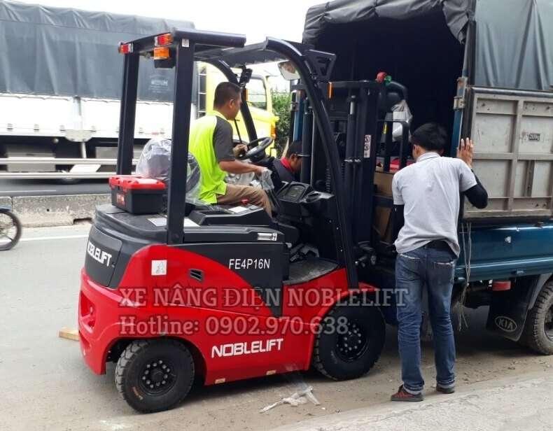 xe nâng điện noblelift ngồi lái