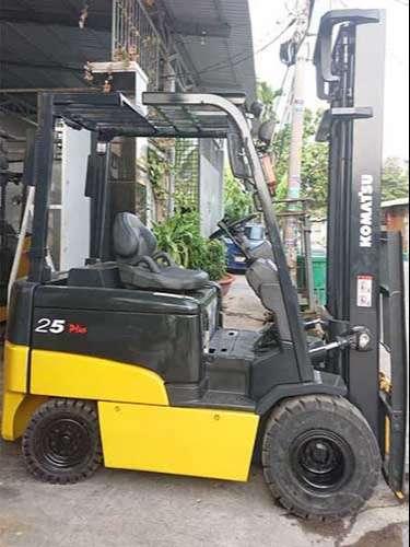 xe nâng điện komatsu 2.5 tấn ngồi lái