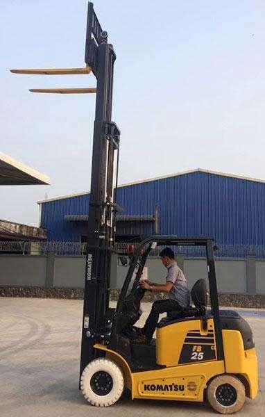 xe nâng điện komatsu nâng cao 3 mét