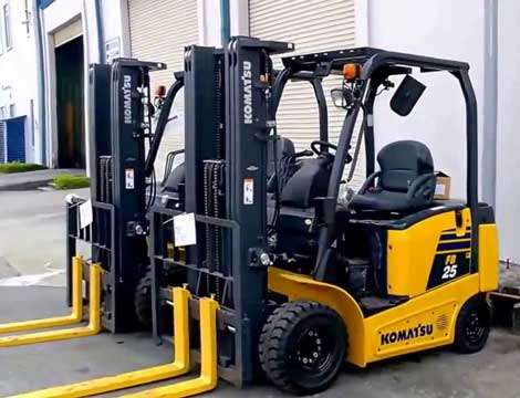 xe nâng điện komatsu ngồi lái 2.5 tấn