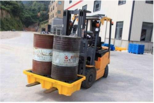 xe nâng pallet nhựa chống tràn dầu
